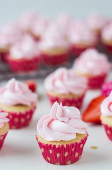 Mini-Chocolate-Covered-Strawberry-Cupcakes-61