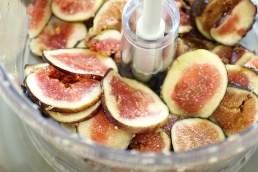 Use a food proessor to slice figs sm